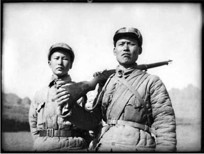 葛振林(右)、宋学义(左)康复归队,1942。